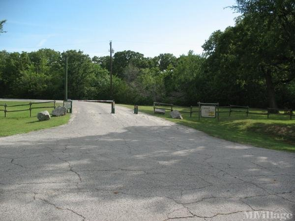 Flowing Wells Resort Mobile Home Park in Pottsboro, TX