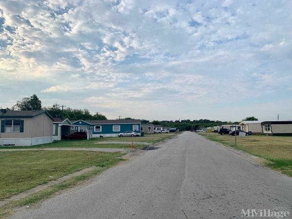 Photo of Country Living Mobile Home Park, Newark, TX