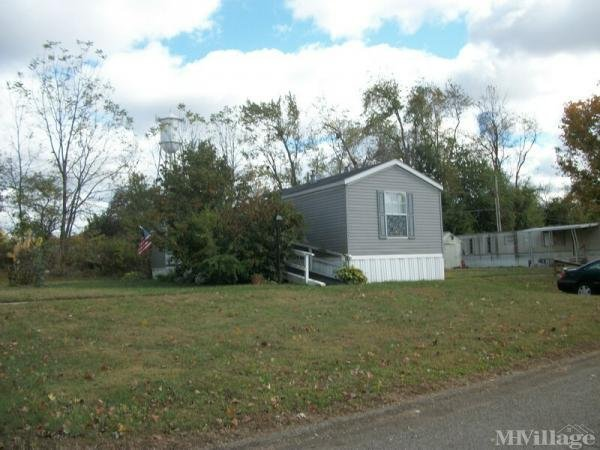 Colonial Village Mobile Home Park in Fredericktown, OH