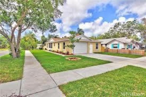 Photo of Edgewater Pines Mobile Home Park, Seminole, FL