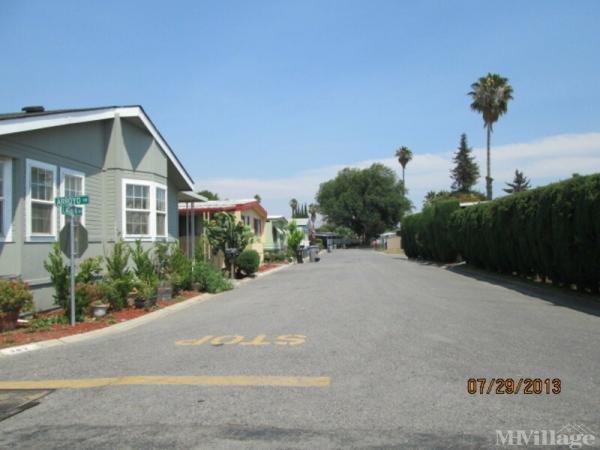 Casa Del Lago Mobile Home Park in San Jose, CA