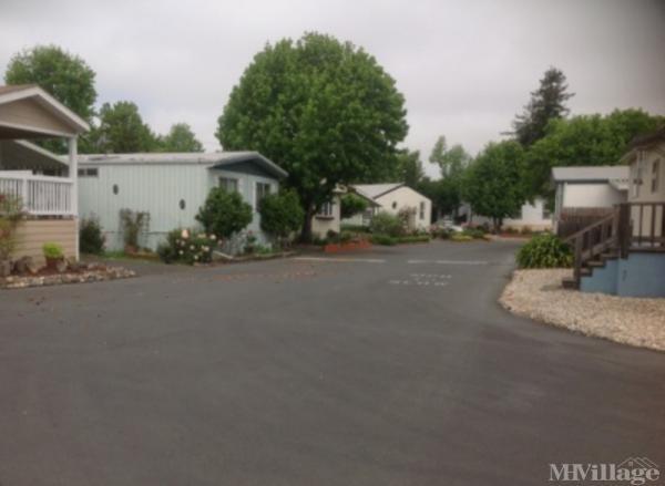Photo of Leisure Lake Village, Petaluma, CA