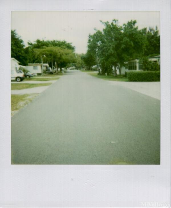 Sunshine City Mobile Home Park in Plantation, FL