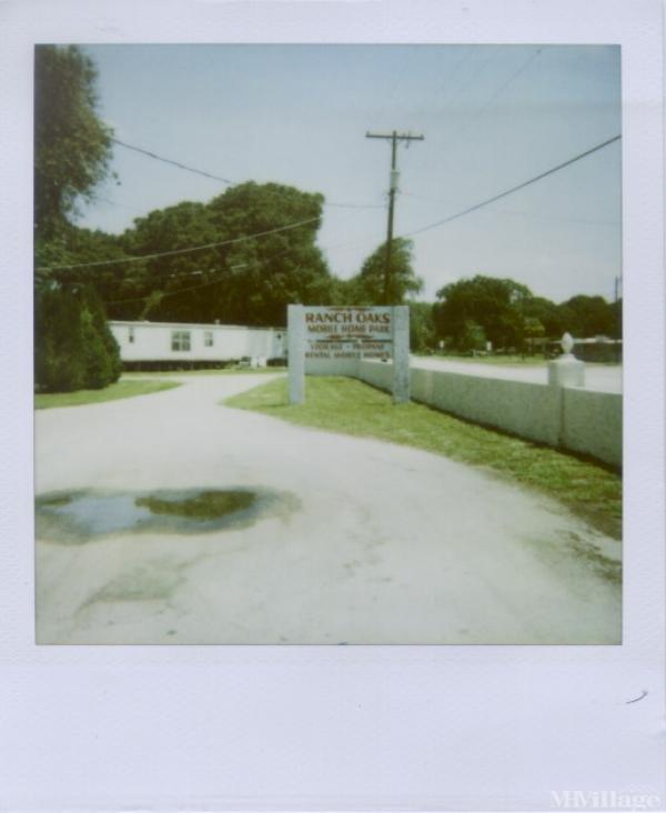 Photo of Ranch Oaks Village, Thonotosassa, FL