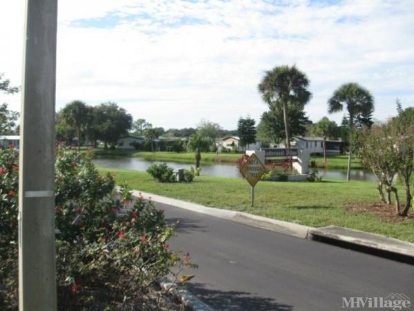 Heatherwood Village Mobile Home Park in Lakeland, FL