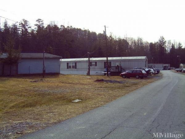 Photo of Holcomb's Mobile Home Park, Yadkinville, NC