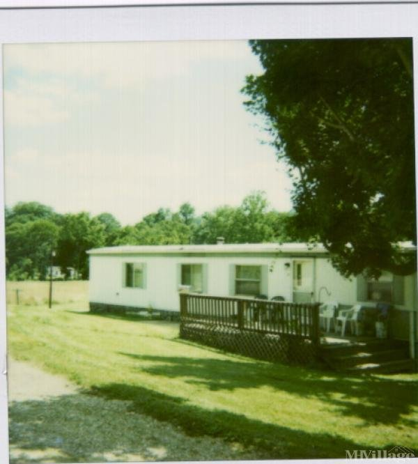 Gladden's Trailer Ct Mobile Home Park in Mcconnelsville, OH