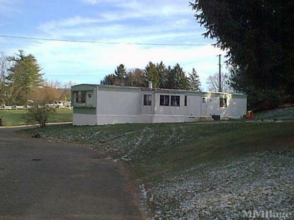 The Pines Aka Ceramic Center Estates Mobile Home Park in Crooksville, OH