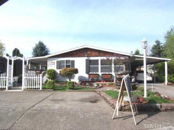 Hearthwood Village Mobile Home Park in Clackamas, OR