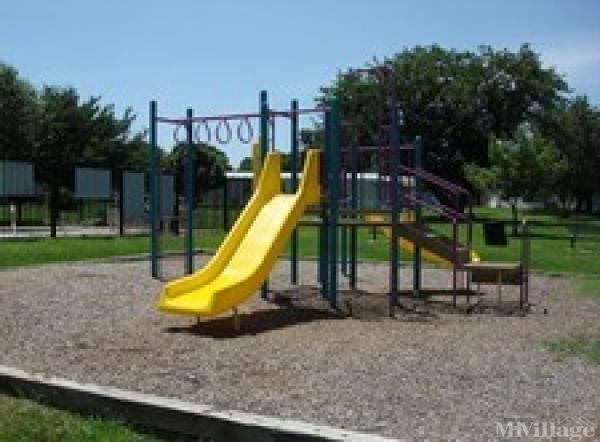Hidden Oaks Mobile Home Park in Fort Worth, TX