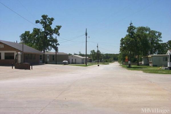 Oakridge Ventures Mobile Home Park in Gainesville, TX