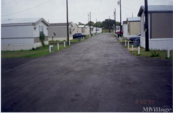 Photo of Four D Mobile Home Park, Floresville, TX