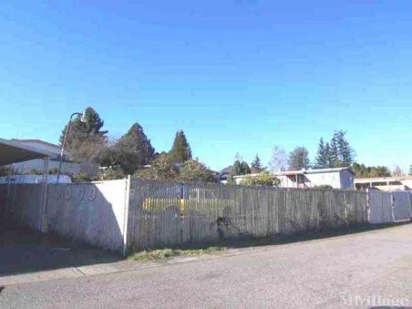 Palmquist Estates Mobile Home Park in Gresham, OR
