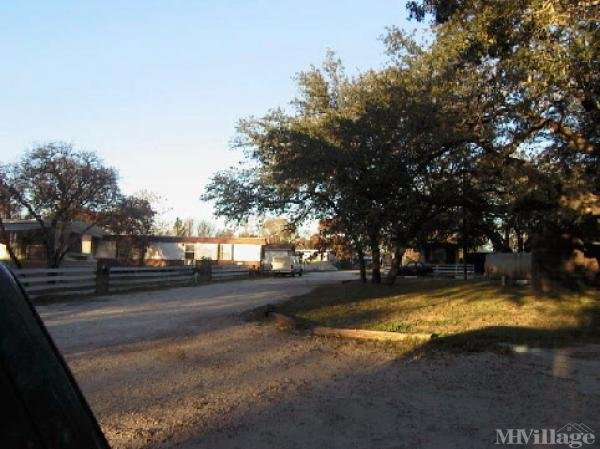 Photo of Oak Ridge Mobile Home Park, Floresville, TX