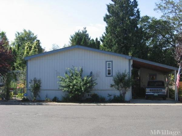 Creekside Mobile Home Park in Fairview, OR