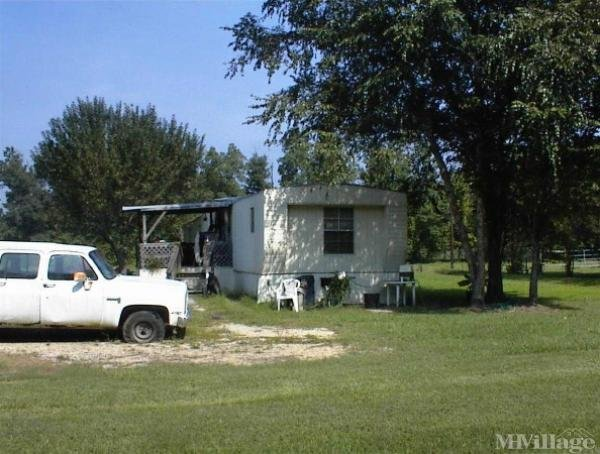 Photo 0 of 1 of park located at 13655 Brown Road Baker, LA 70714