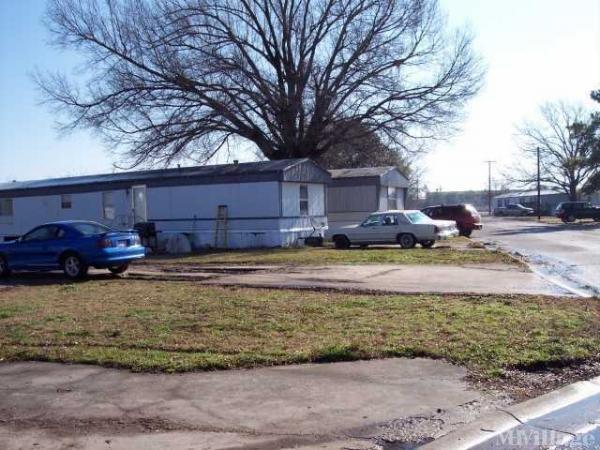 Photo of Branding Iron Mobile Home Park, Commerce, TX