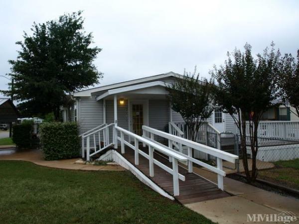Photo of Oak Creek MHC, College Station, TX