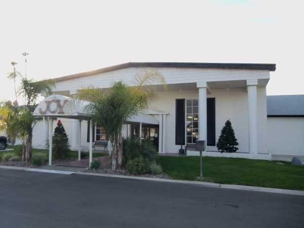 Colonial Country Club Mobile Home Dealer in Hemet, CA