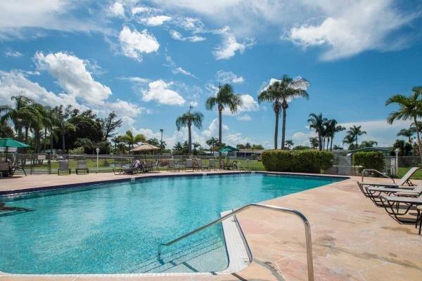 Palm Breezes Club Mobile Home Park Mobile Home Dealer in Lantana, FL