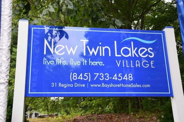 New Twin Lakes Village Mobile Home Dealer in Bloomingburg, NY
