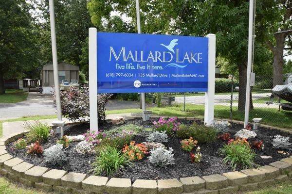 Mallard Lake Mobile Home Dealer in Pontoon Beach, IL